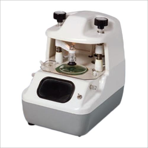 Optical lens centering device