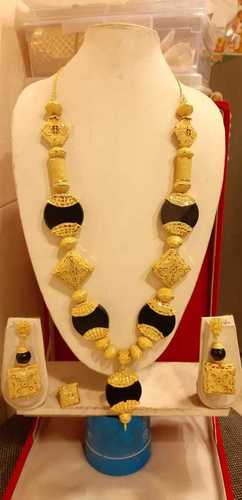 Imitation yellow jewellery