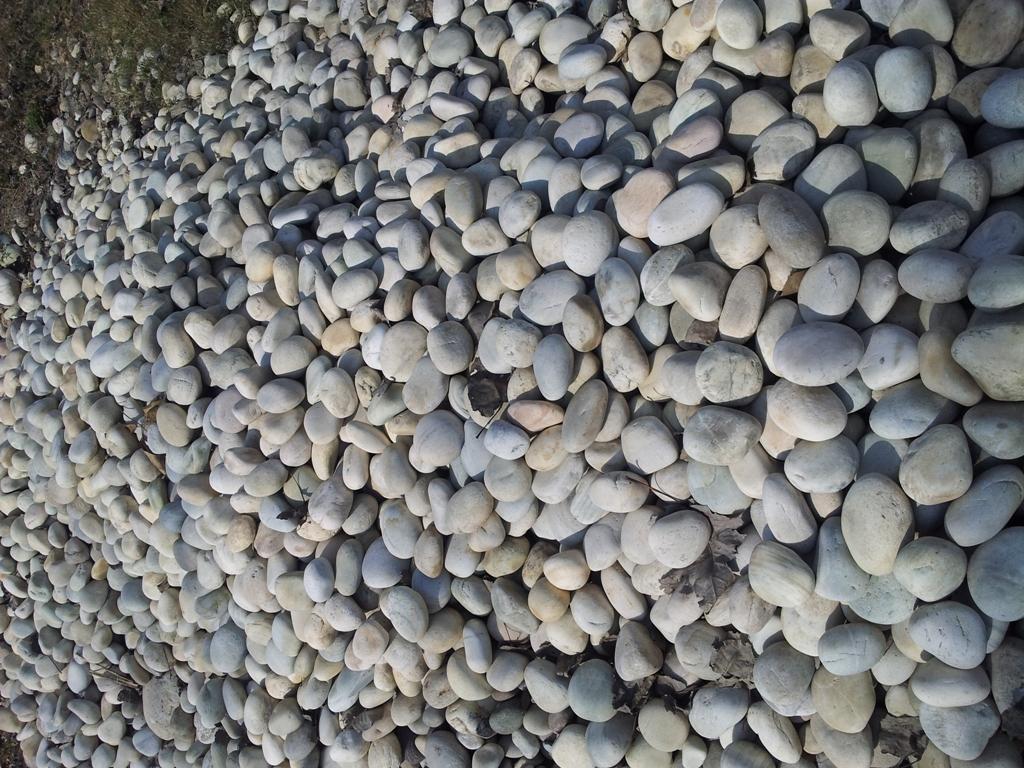 Grinding media stone