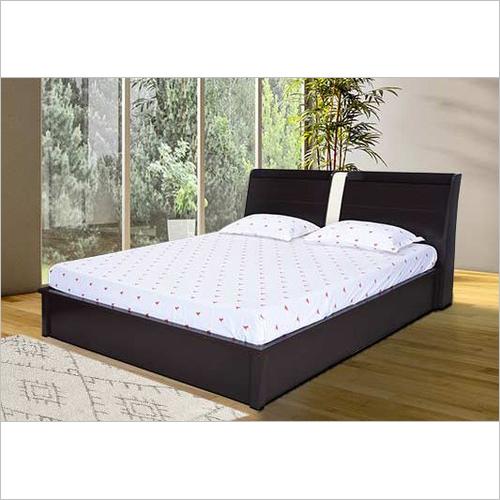 Bedroom Queens Bed