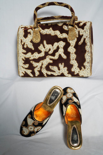 Brown embroidery shoes & bag
