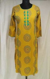 Printed Simple Straight Kurti in Rayon Fabric