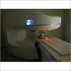 Hitachi Aperto Lucent MRI Machine