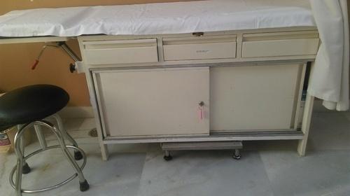 UMS-761 Hospital Examination Table