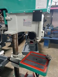 Industrial Radial Drilling Machine