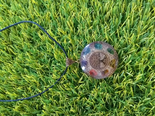 ORGONE 7 CHAKRA STONE COPER DUST WITH TREE OF LIFE LOGO PENDANT