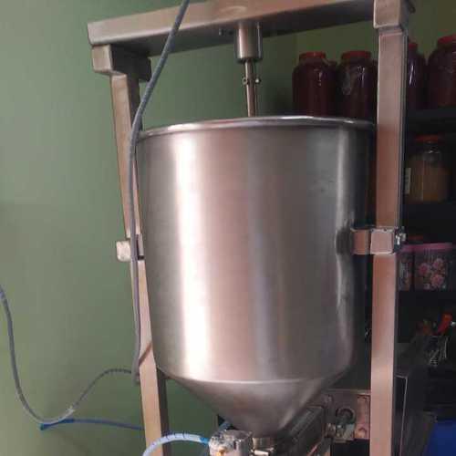 Pickle filling machine