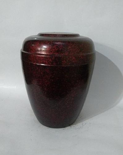 Manufacturer of Iron Urn- Red & Black