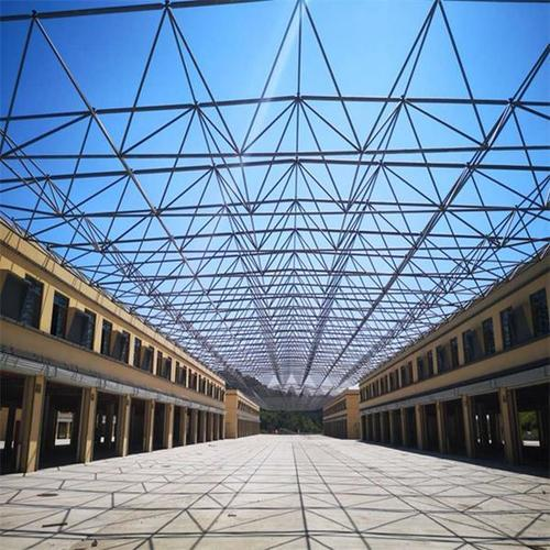 Steel space truss of factory building