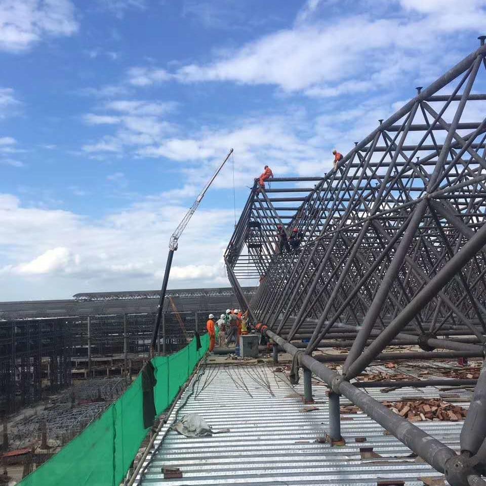Flat slip steel structure grid