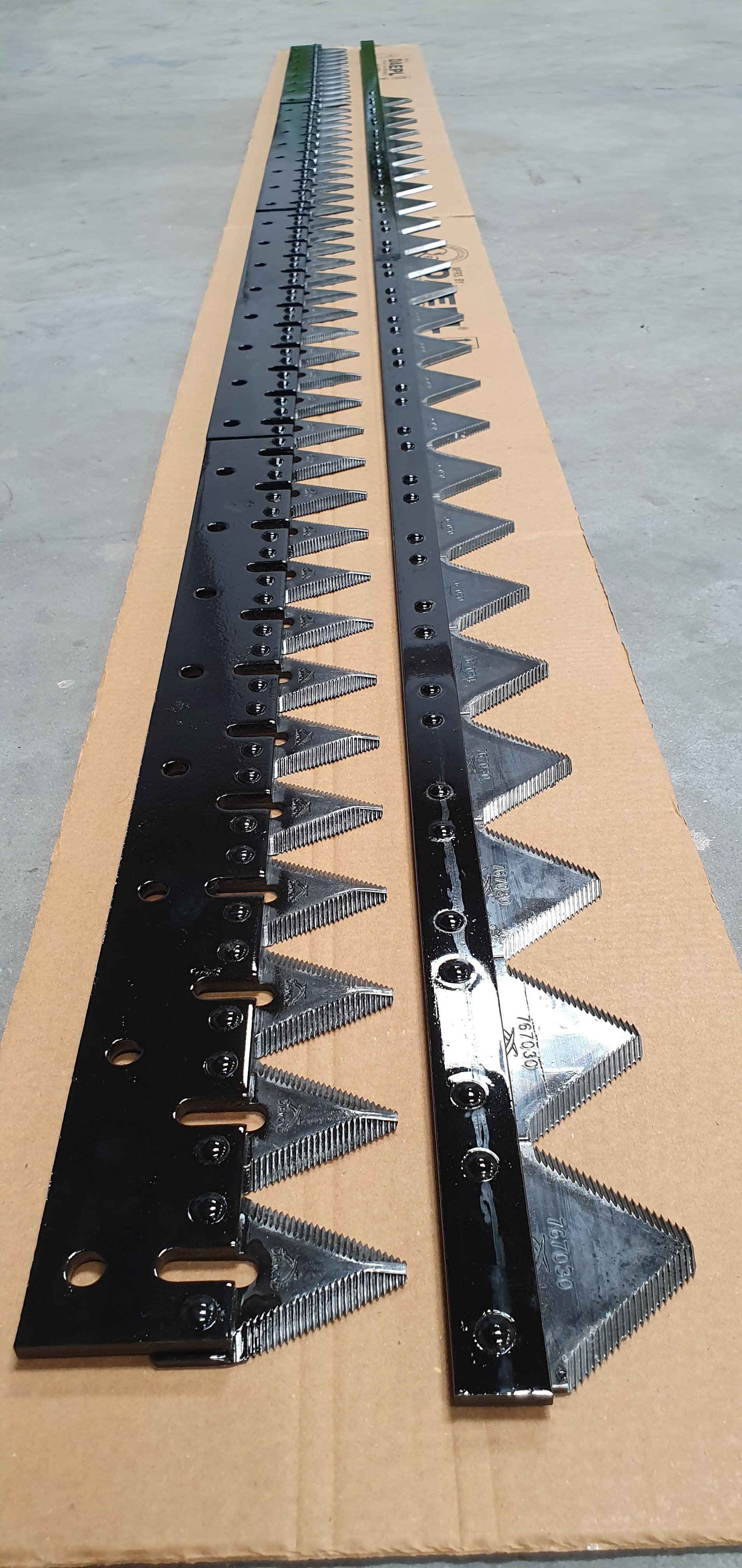 TRACK COMBINE CUTTER ASSEMBLY