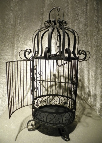 Exporter of Iron Bird Cages