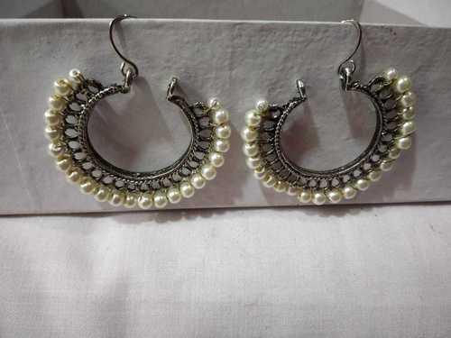 Stylish crystal earring