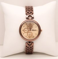 Classic rose gold wrist watch