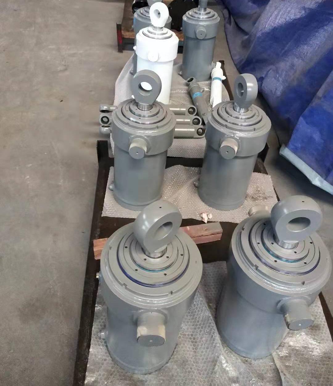 Hydraulic cylinder for mine machinery