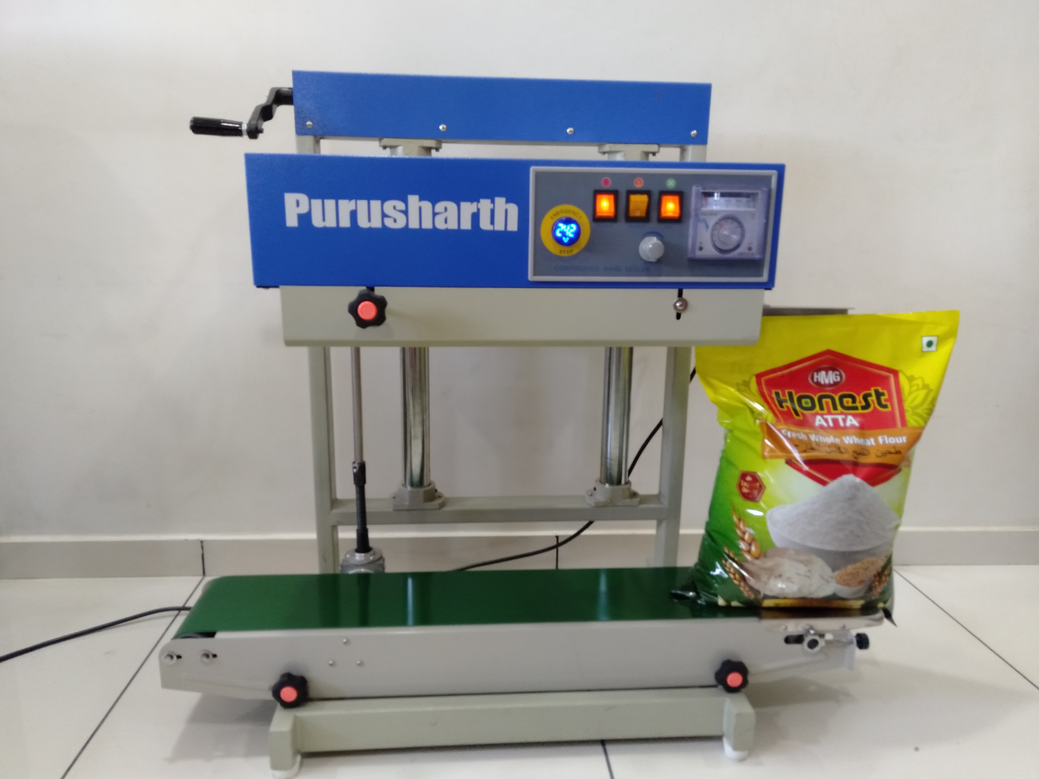 Wafers/tea/namkeen Pouch Packing Machine