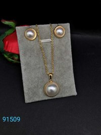 Fancy Trendy Chain Pendant with earrings