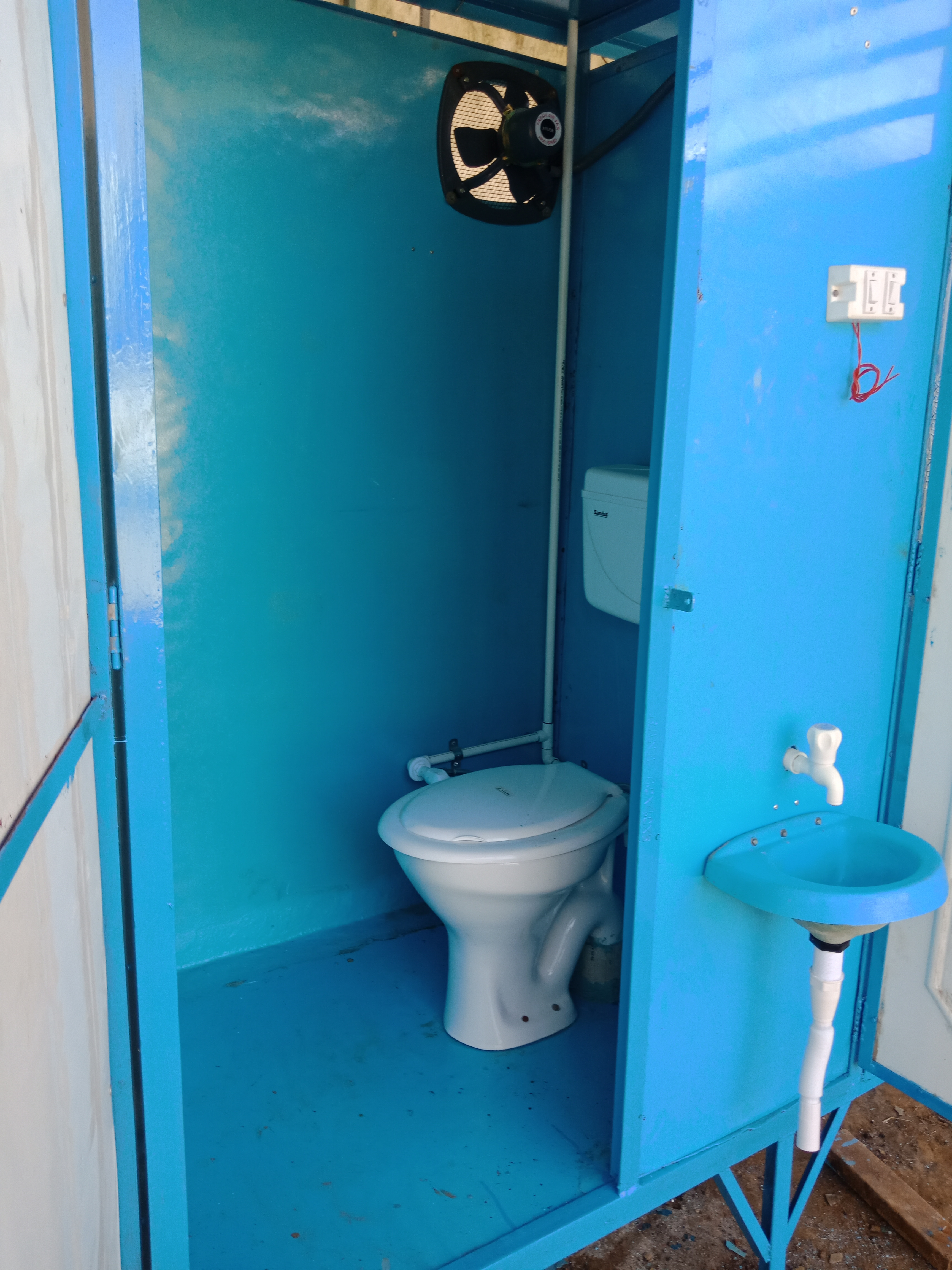 Western Style Single Seater Portable Toilet Cabin