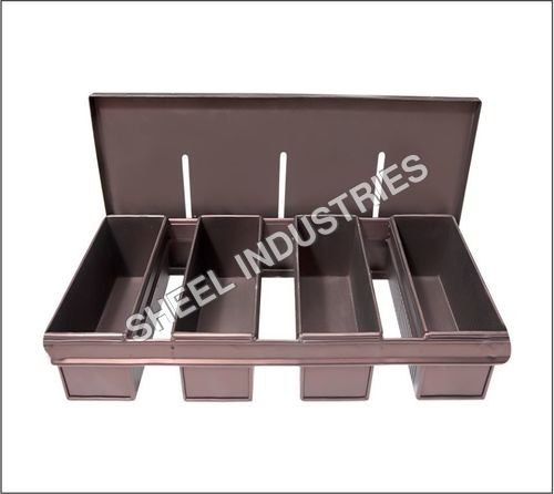 4 Strapped Rusk Baking Pan with Lid