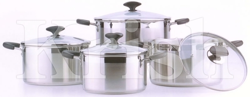 Encapsulated Two Tone Casserole with Riveted Wire Handle