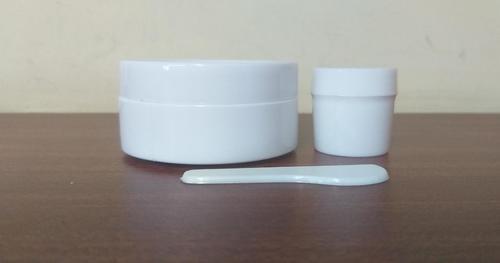 Plastic 60gm & 15gm L Jar with Spetula
