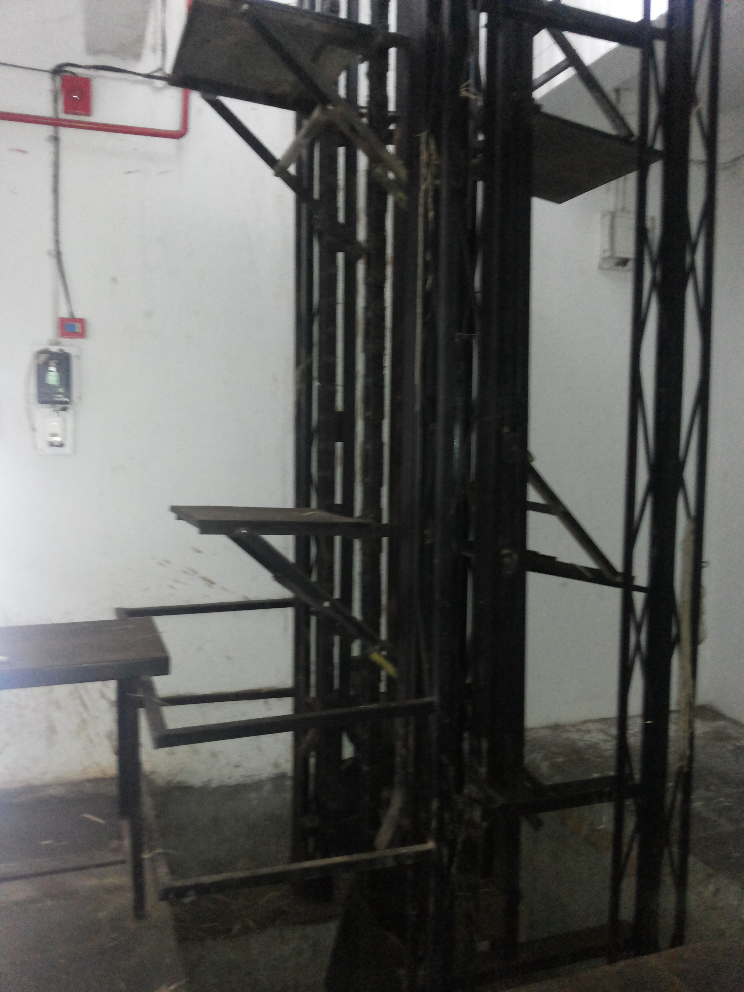 Cold Storage Vertical Lift