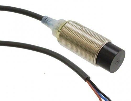 OMRON E2B-M18KS05-WP-C1 Proximity Sensor