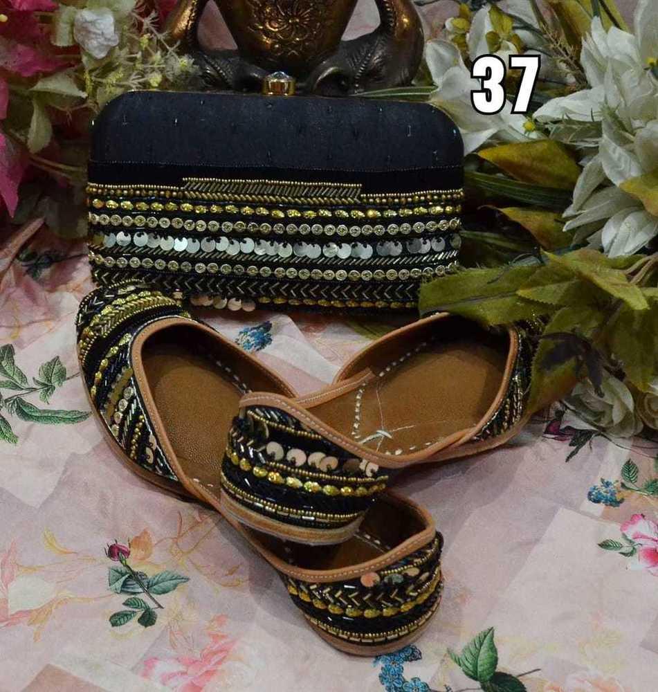 Partywear Balck Colour Punjabi Jutti With Handwork Maching Clutch