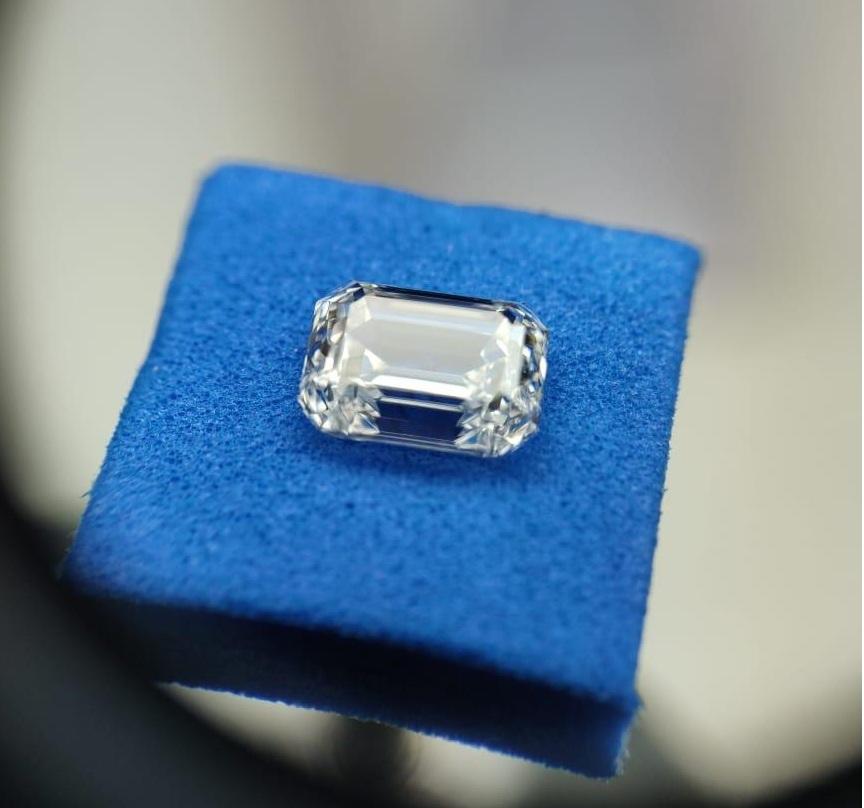 Emerald Diamond  4.44ct F VS1 Shape IGI Certified CVD TYPE2A
