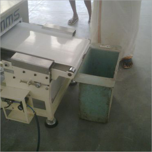 Metal Detector With Flat Belt Conveyor