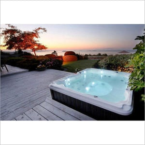 Residential Pool Jacuzzi
