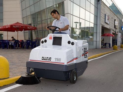 Industrial Road Sweeper Machine Diesel Operated Engine And Battery Operaarrd