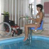 Swimming pool lift