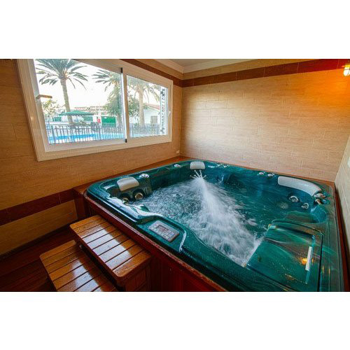 Jacuzzi Bath Pool
