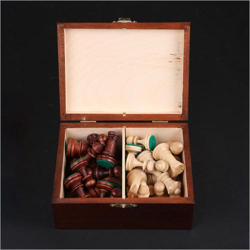 No 4 Staunton Pieces With Box