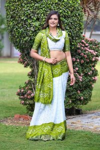 BANDHANI SAREES  SILK WITH WAVING