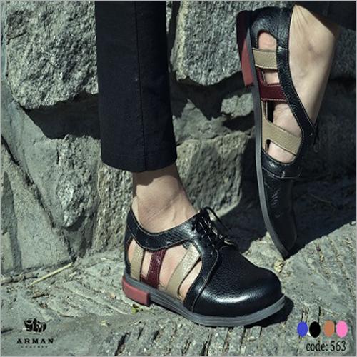 Zapatos del cuero del verano de las señoras