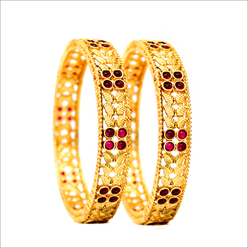 Forming Gold Bangles