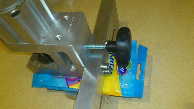 Hanger Hole Puncher/Hanger puncher for plastic film