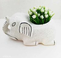 Sitting elephant pot