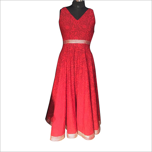 Ladies Sleeveless Gown