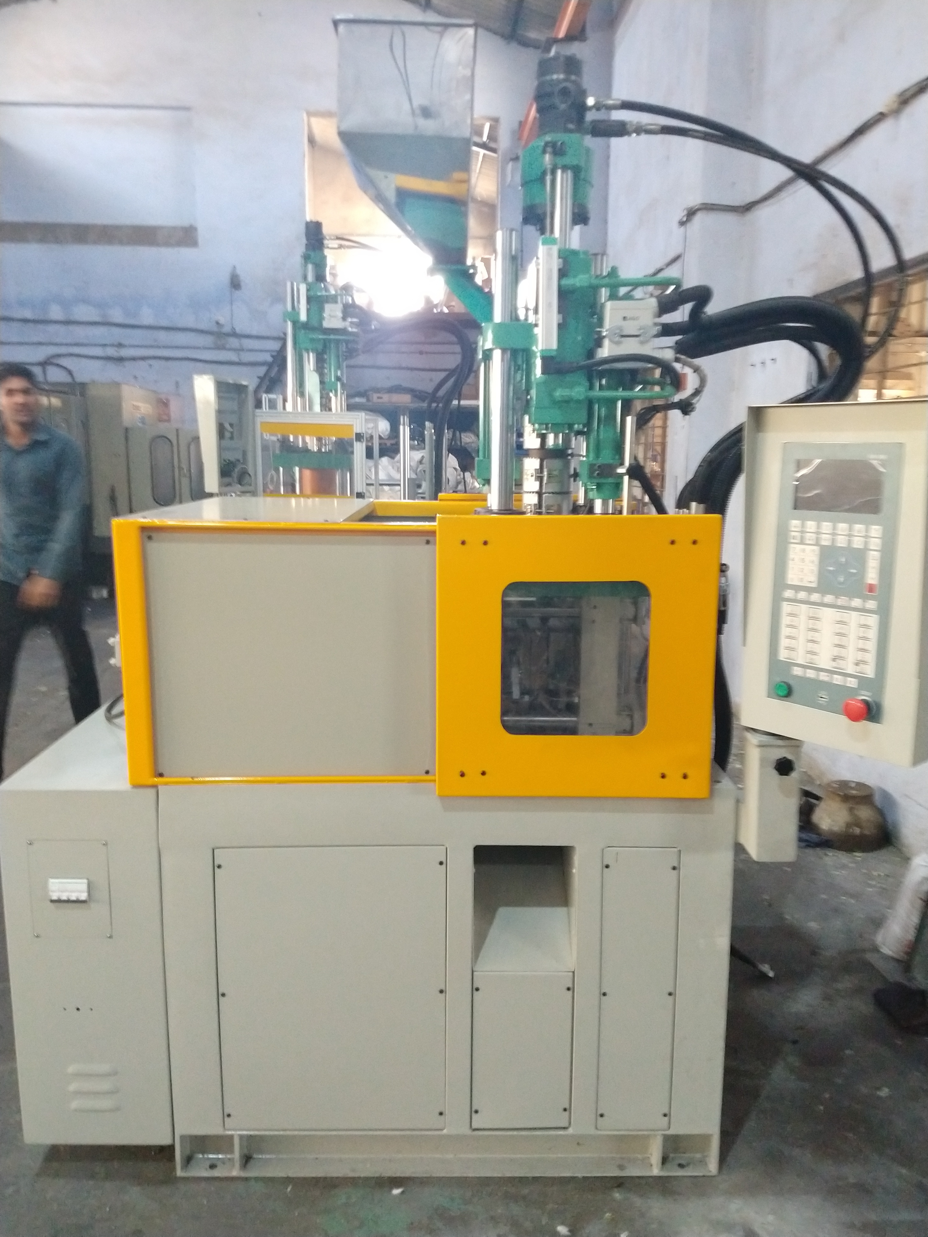 Toggle Clamping Injection Machine