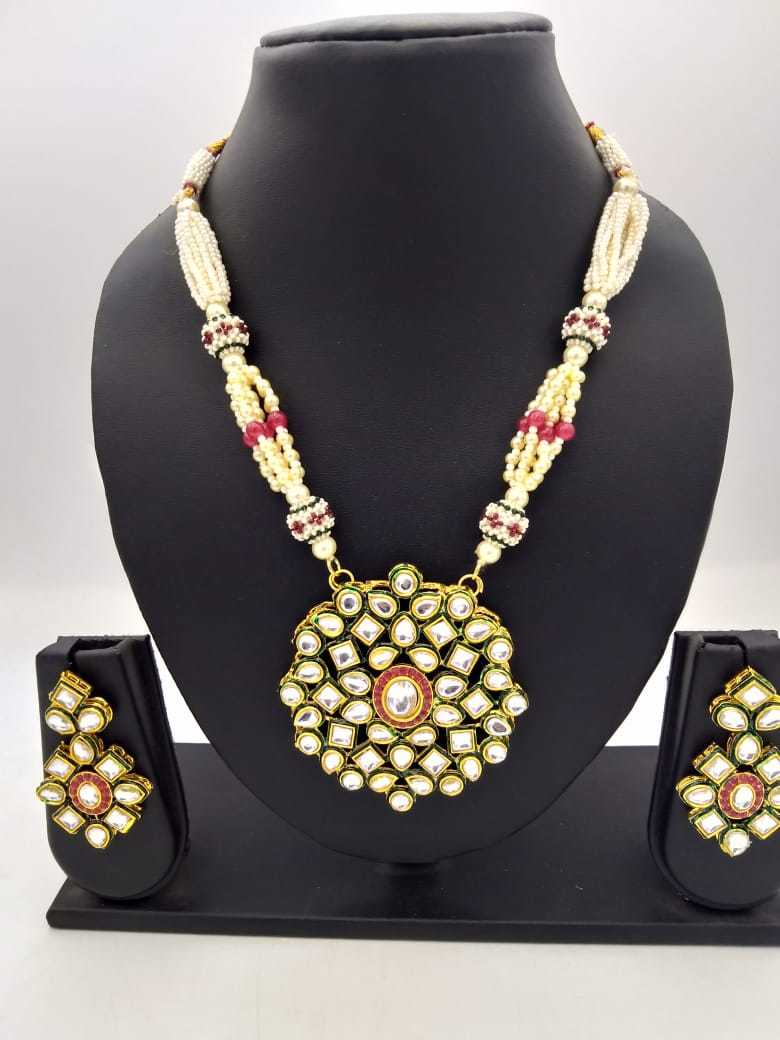 Kundant Pendant Pearl Necklace Set