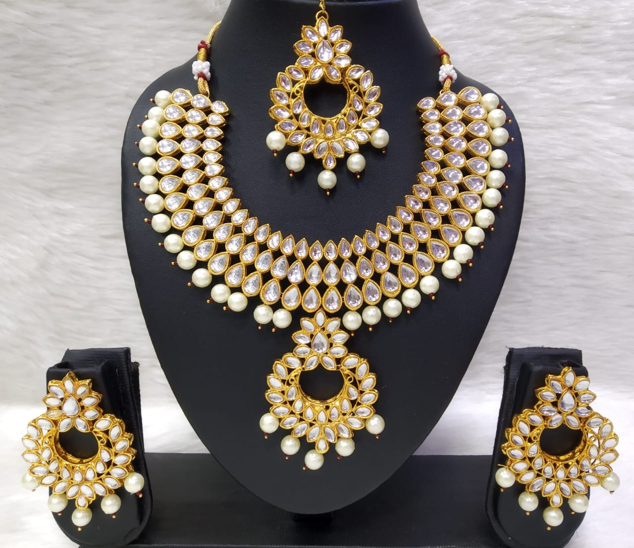 Kundan and Tikli Choker Necklace Set