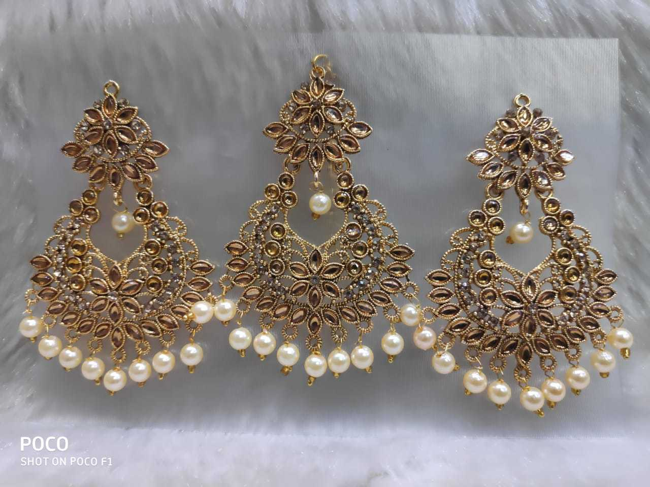 Round Earrings with Maang Tika