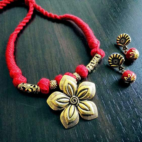 Threaded Flower Pendant Necklace with Earrings