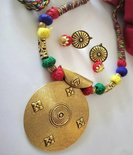 Multicolor Threaded Necklace Set