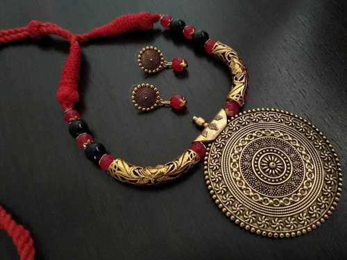 Fusion Threaded Necklace Set