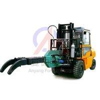 Forging manipulator, mobile forging charging manipulator
