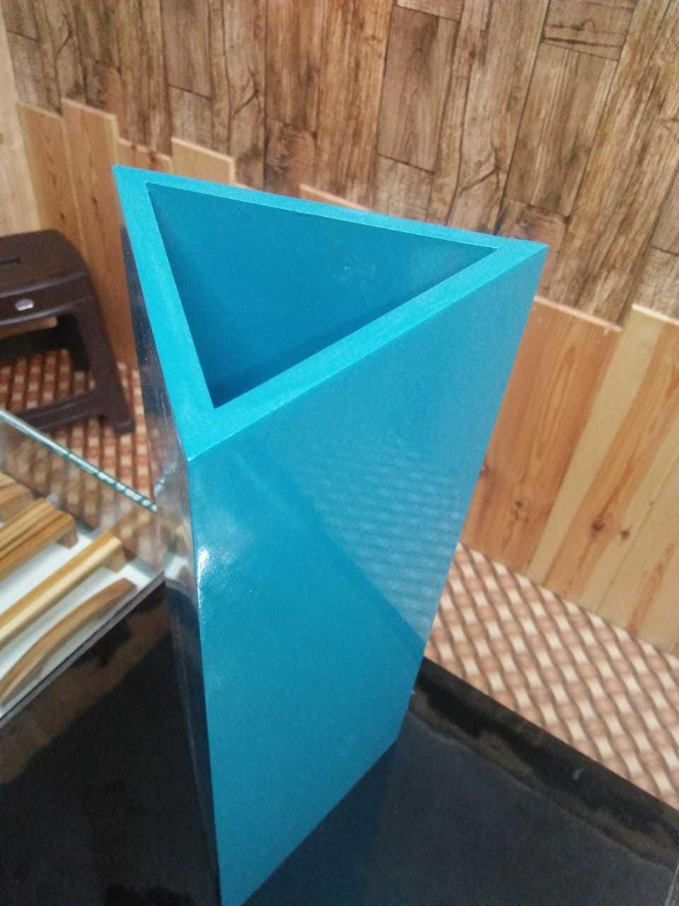 Triangular FLOWER POT
